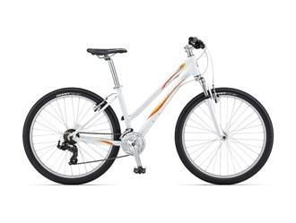 giant-womensrevel4mountainbike-389